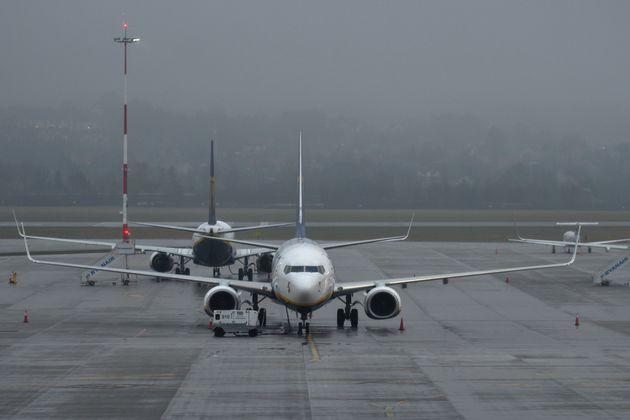 Η Ολλανδία αναστέλλει τις πτήσεις από τη Βρετανία - Εντοπίστηκε κρούσμα μετάλλαξης του