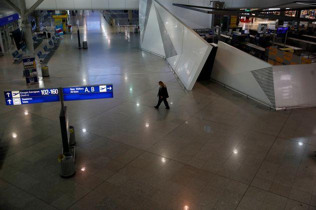 Δεν αναστέλλονται (ακόμα) οι πτήσεις από Βρετανία σε Ελλάδα λόγω της μετάλλαξή του