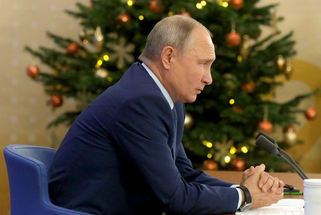 Ο Πούτιν επαινεί τους Ρώσους κατασκόπους τη στιγμή που τους κατηγορούν για την γιγαντιαία