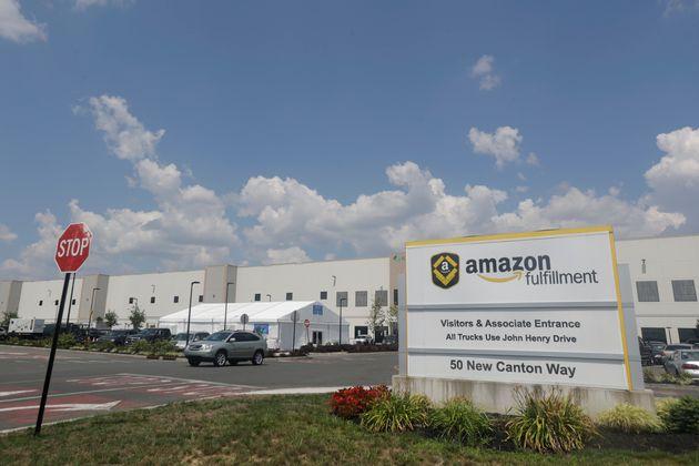 ΗΠΑ: Η Amazon έκλεισε απόθηκη της λόγω αύξησης των κρουσμάτων μεταξύ του