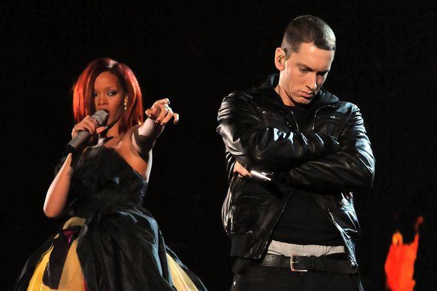Rihanna et Eminem lors des Grammy le 23 février 2011 à Los Angeles. (Photographie de Lester...