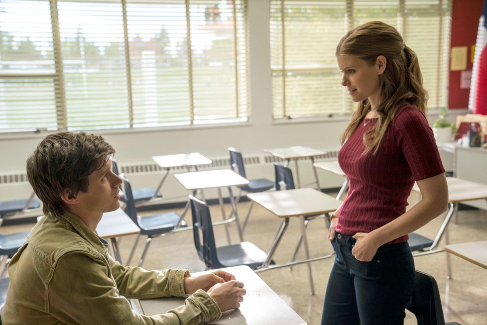 Nick Robinson as Eric Walker and Kate Mara as Claire Wilson.