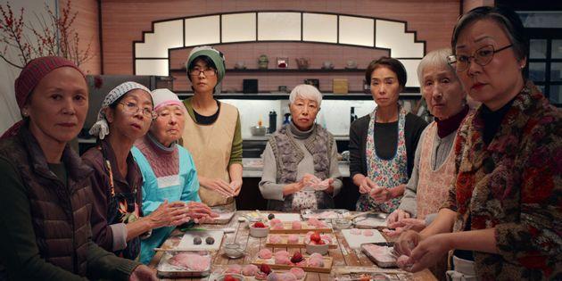 『ダッシュ&リリー』より、餅をつくる教室のシーン