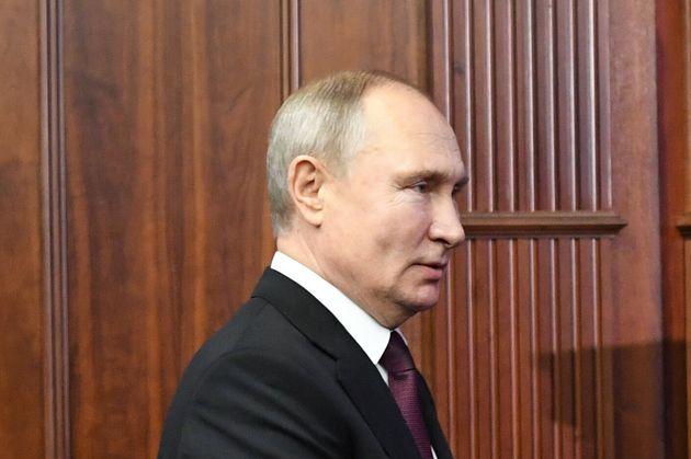Poutine signe une loi lui offrant une immunité à vie (Photo du 21 décembre à...