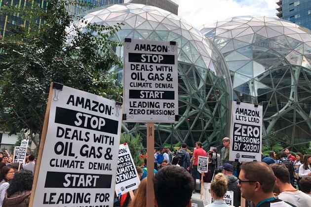 気候変動への対策を訴えるアマゾン従業員たちのストライキ(2019年9月、アメリカ・ワシントン州シアトル)