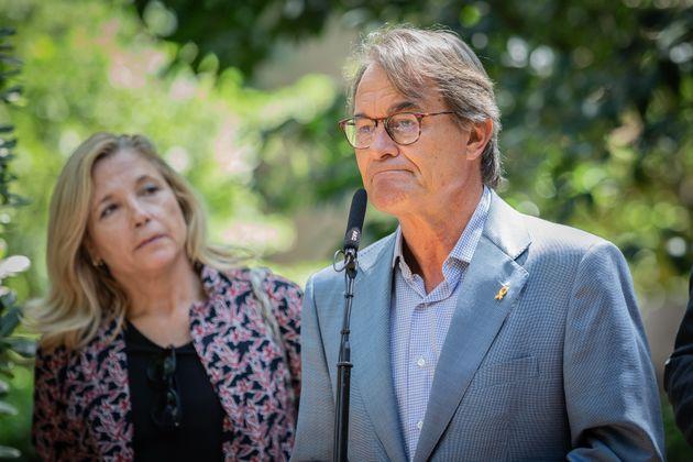 La exvicepresidenta del Govern, Joana Ortega, y el expresident, Artur Mas, valoran la condena por la...