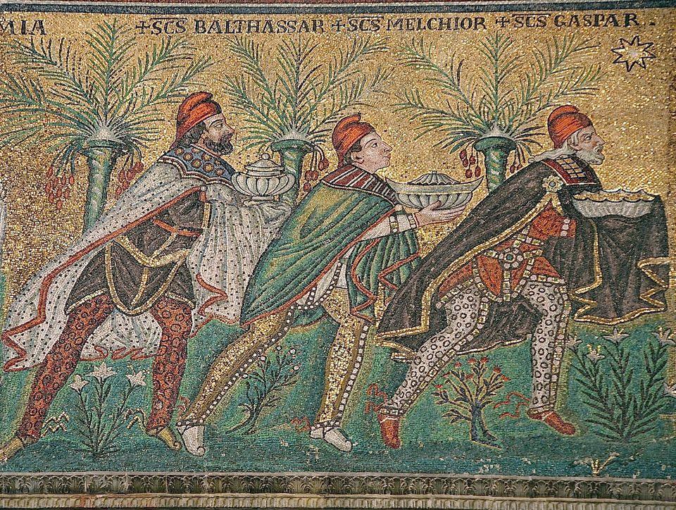 Οι Τρεις Μάγοι σε βυζαντινό ψηφιδωτό στη νέα βασιλική του Αγίου Απολλιναρίου, στη Ραβέννα (περ. 565,...