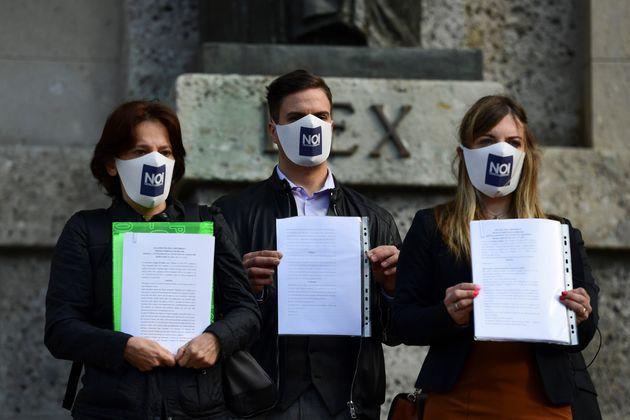 La plainte au civil fait suite à environ 300 plaintes au pénal déposées au...