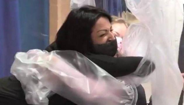 Ιταλία: Τα νοσηλευόμενα παιδιά ήθελαν να αγκαλιάσουν τους γονείς τους - και τα