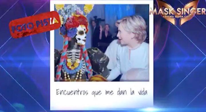Catrina y Hillary Clinton en la foto pista de 'Mask Singer' (Antena 3).