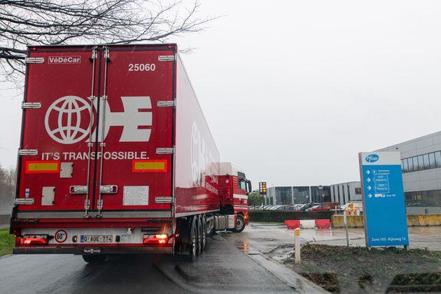 Η μεταφορά του εμβολίου στις χώρες της ΕΕ έχει ξεκινήσει υπό άκρα