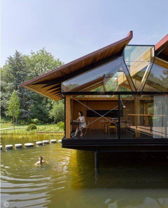 Πέτρινο σπίτι με σκαλοπάτια