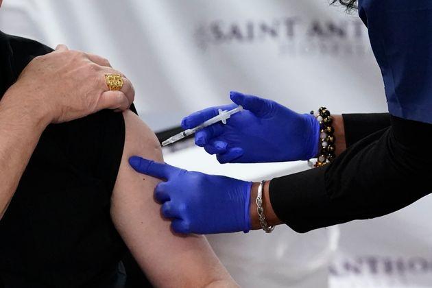 La Haute autorité de santé (HAS) déconseille le vaccin Pfizer-BioNtech dans de rares...