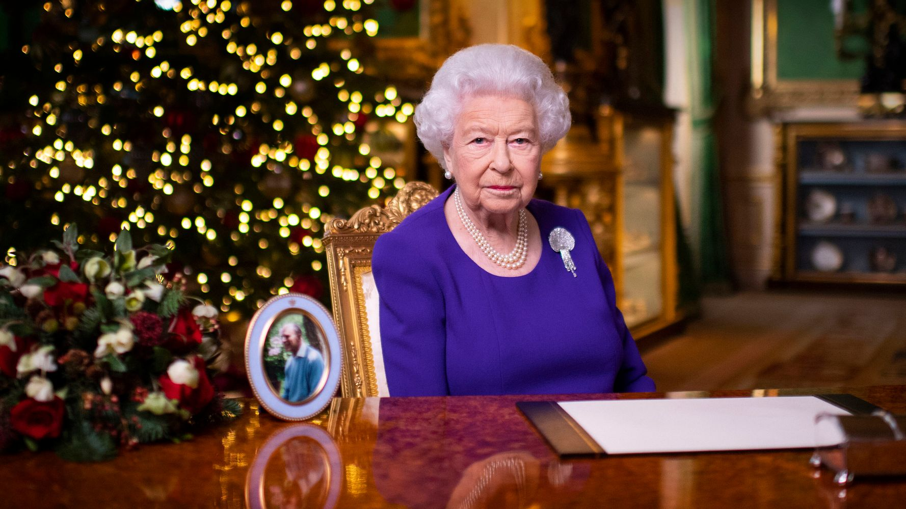 Queen Praises Front-Line Workers, Good Samaritans In Christmas Message