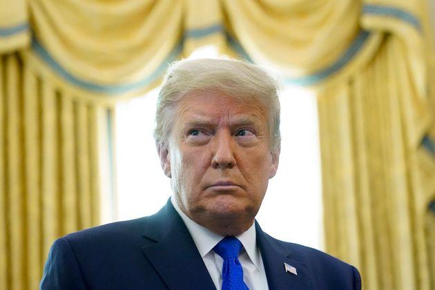 Donald Trump tarde à signer le plan de relance, des millions de chômeurs privés d'aide...