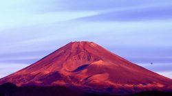 赤く染まった富士山、今年最後の日曜日を彩る。赤富士とは?