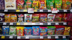 L'Angleterre va bannir les sucreries et snacks des caisses des