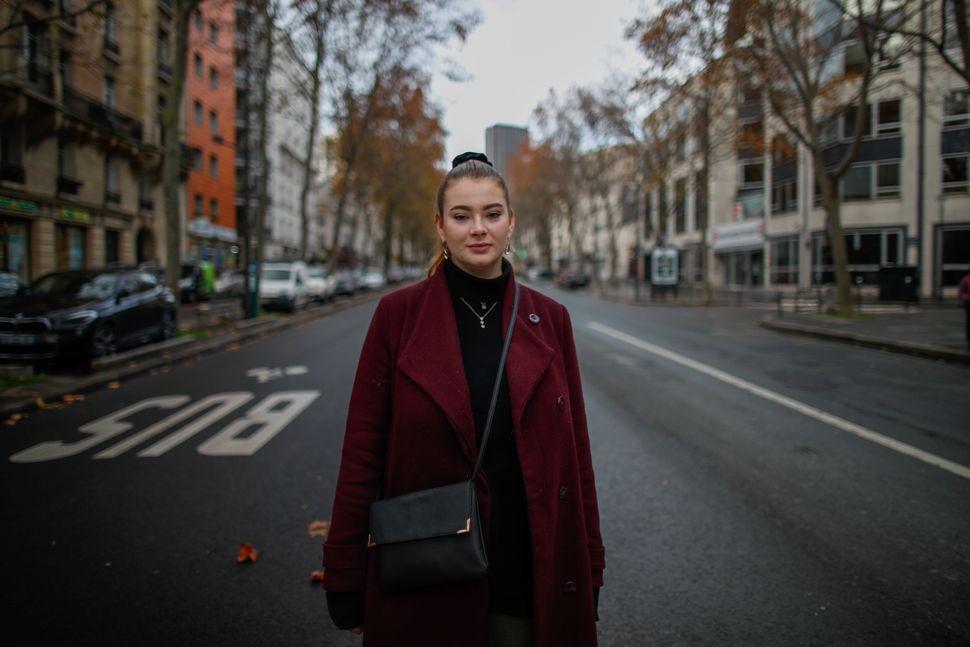 소렌느 띠쏘, 19세. 대학생. 파리, 프랑스. 2020년