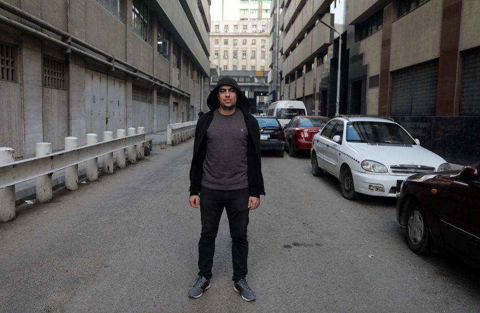 압둘라 엘-베리, 22세. 수습 스포츠기자. 카이로, 이집트. 2020년