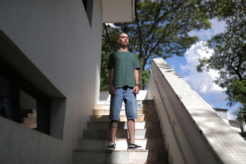 조아우 비트로 카아부칸치, 19세. 정비소 직원, 사이클 선수 지망생. 상파울루, 브라질. 2020년
