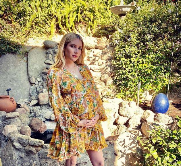 Emma Roberts enceinte le 13 novembre