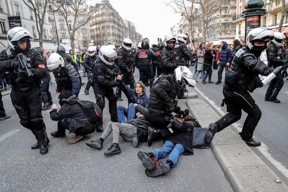 Depuis le mouvement des gilets jaunes, dans les manifestations, des unités légères...