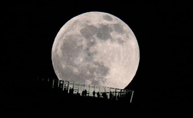 アメリカで2020年12月29日に撮影されたコールドムーン