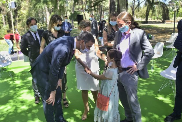 Sánchez e Iglesias, junto a Yolanda Díaz y su hija en un acto en
