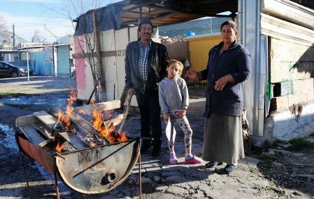 Natalia (a la derecha), Dori y Manuel, residentes en una vivienda del Sector