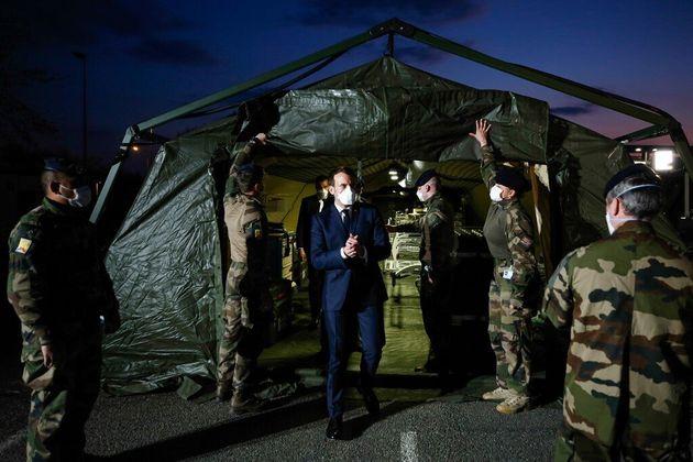 Macron (ici le 25 mars à Mulhouse) présente ses voeux aux Français pour conclure...