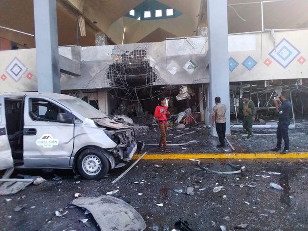 Υεμένη: Δεκάδες νεκροί από εκρήξεις και πυρά στο αεροδρόμιο που βρισκόταν η νέα