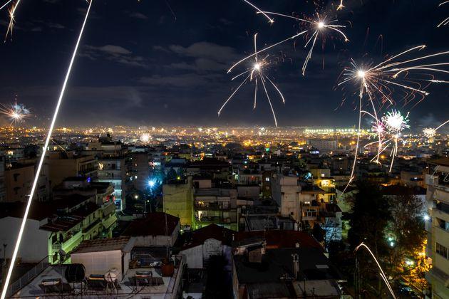 Η αλλιώτικη Πρωτοχρονιά των Ελλήνων - Πώς υποδέχθηκε η χώρα το