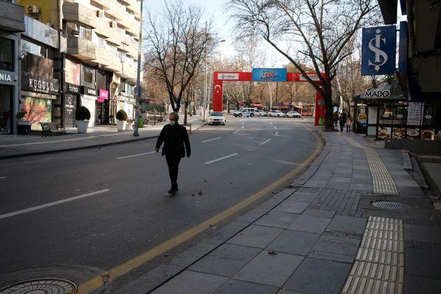 «Καμπανάκι» στην Τουρκία: 12.203 νέα κρούσματα και 212 θάνατοι από τον