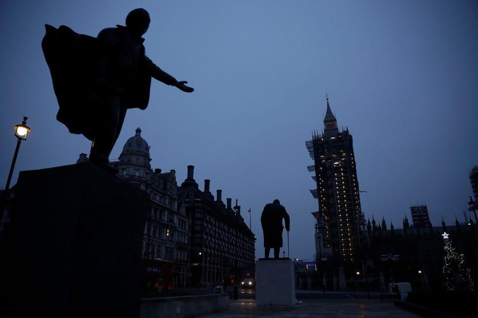 Τα αγάλματα των πρωθυπουργών...