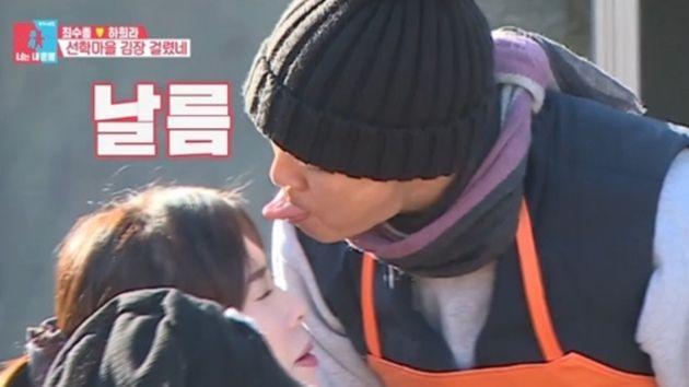 2020년 1월 6일 SBS '동상이몽2 너는 내 운명'에서 최수종이 하희라의 앞머리를 혀로 쓸어주는