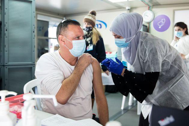 Israël a déjà vacciné plus de 11% de sa population et aucun pays ne fait mieux...