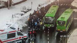 Atendidas por el frío un grupo de 150 personas que esperaban un autobús regional en