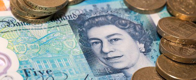 Conti in banca chiusi causa Brexit, la rabbia degli expat britannici in