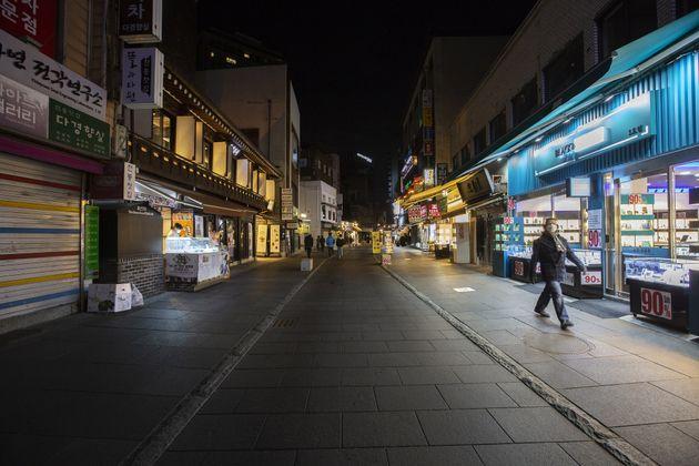 새해 첫날, 서울 인사동 거리가 한산한 모습을 보이고 있다. 2021년
