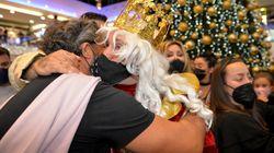 La Policía desaloja un evento en Marbella donde Kiko Rivera repartió abrazos vestido de rey
