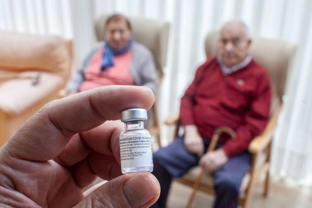Madrid y Cataluña vacunan a un ritmo inferior al