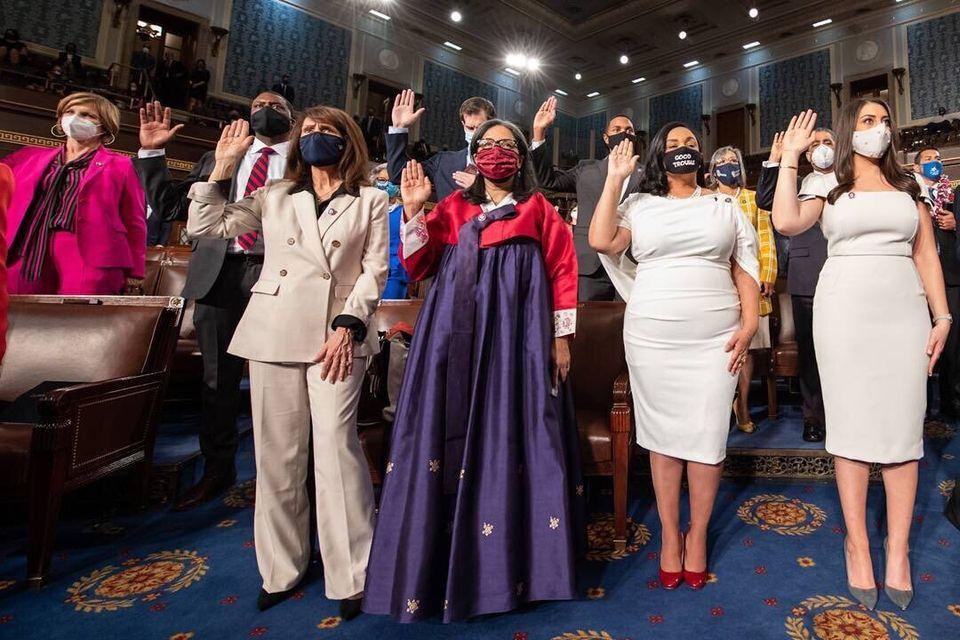 메릴린 스트릭랜드 민주당 의원이 한복을 입고 워싱턴DC 의회의사당에서 열린 연방 하원 의회 개원식에