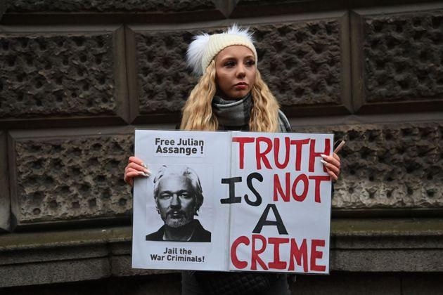 Δικαστική απόφαση: Ο Ασάνζ δεν θα εκδοθεί στις
