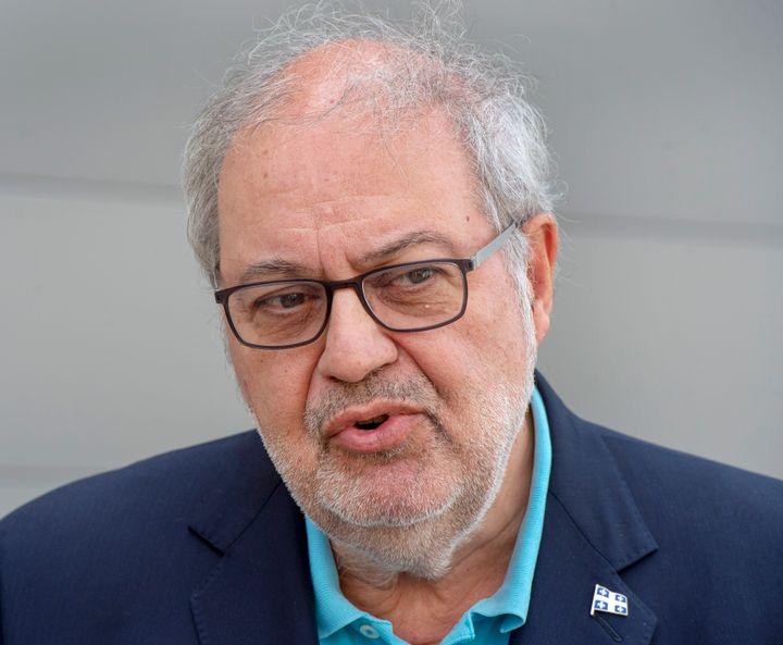 Le député du Parti libéral du Québec Pierre Arcand a perdu ses rôles au sein du cabinet fantôme de l'opposition après un voyage controversé à la Barbade pendant les Fêtes.