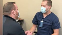 코로나 백신을 애인에게 접종하려던 간호사가 받은 프러포즈