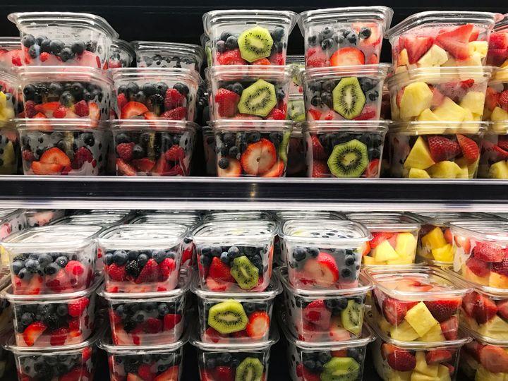 이미 손질된 과일과 야채는 유통기한이 짧다