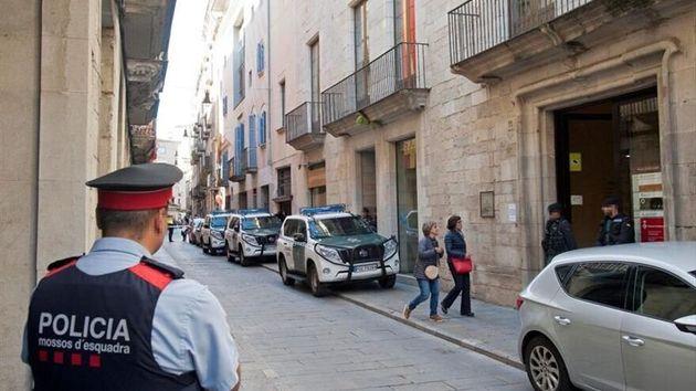 La Guardia Civil registra la compañía de aguas de Girona por desvío de fondos en