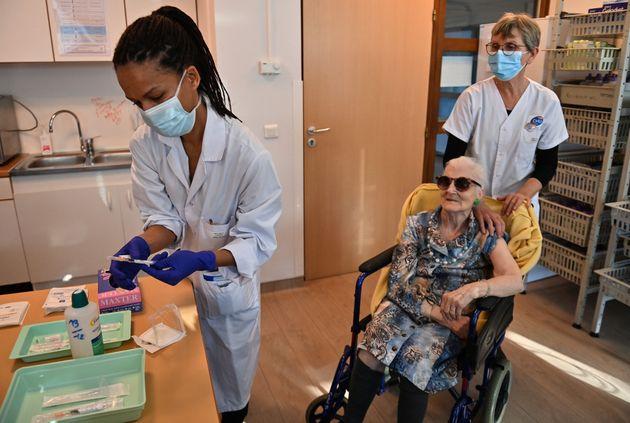 Aux vaccinodrome, Olivier Véran préfère les centres de vaccination contre le Covid-19. Image d'illustration...