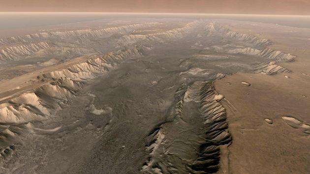 Το μεγαλύτερο φαράγγι του Ηλιακού Συστήματος και το μυστήριο της δημιουργίας