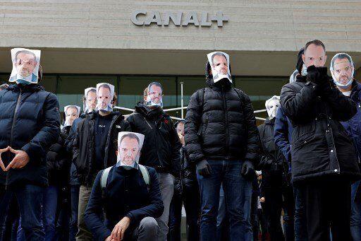 Ce mardi 5 janvier 2021, quelques dizaines de salariés de Canal+ ont manifesté anonymement devant le...